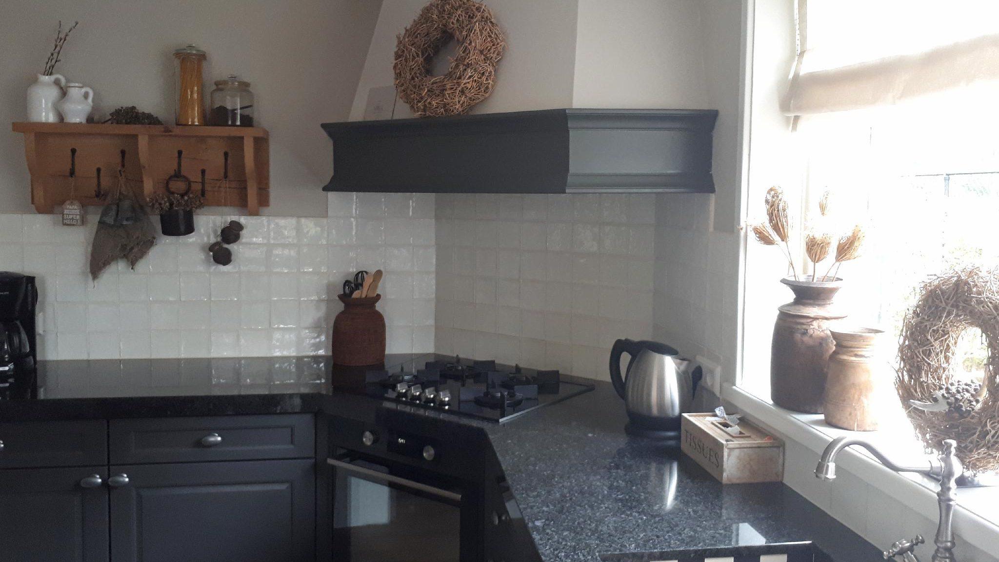 Uw keuken weer als nieuw na een keukenrenovatie. Wij werken op het eiland Tholen en omstreken.